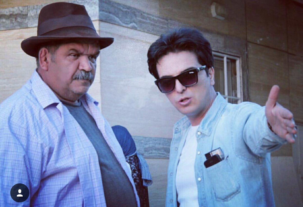 کیانوش گرامی در پشت صحنه سریال تلویزیونی مس به همراه عبدالرضا صادقی جهانی