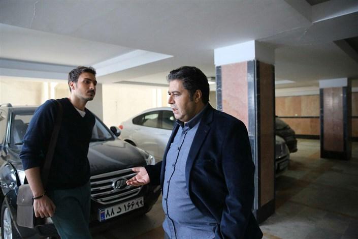 فرهاد اصلانی در فیلم زیر سقف دودی