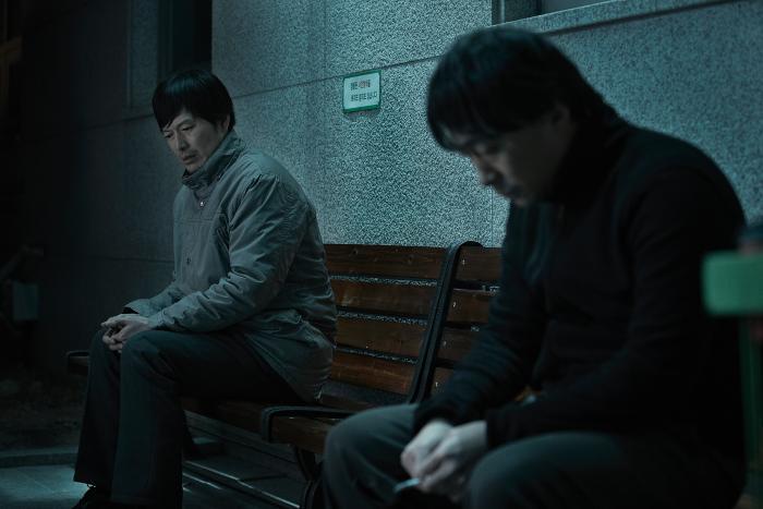 Sung-min Lee در صحنه فیلم سینمایی Broken به همراه Jae-yeong Jeong