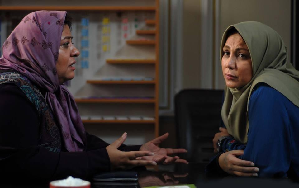 رابعه اسکویی در صحنه فیلم سینمایی دزد و پری به همراه بهنوش بختیاری