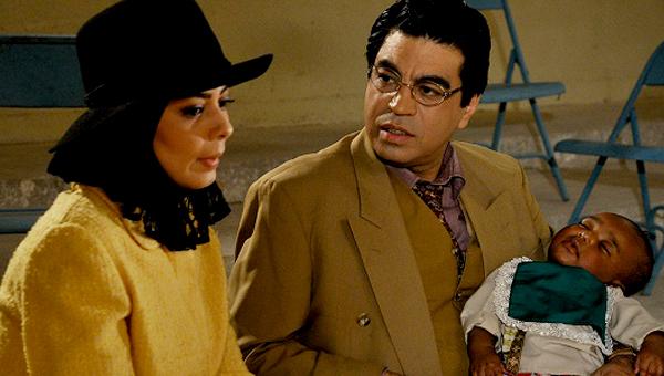 آزاده شمس در صحنه سریال تلویزیونی خاطرات مرد ناتمام به همراه سروش صحت