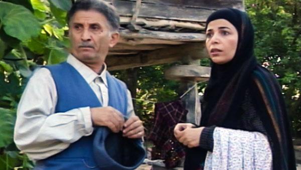 انوش نصر ماسوله در صحنه سریال تلویزیونی دنیای شیرین دریا به همراه عطیه غبیشاوی