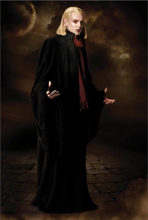 Jamie Campbell Bower در صحنه فیلم سینمایی گرگ و میش: ماه نو