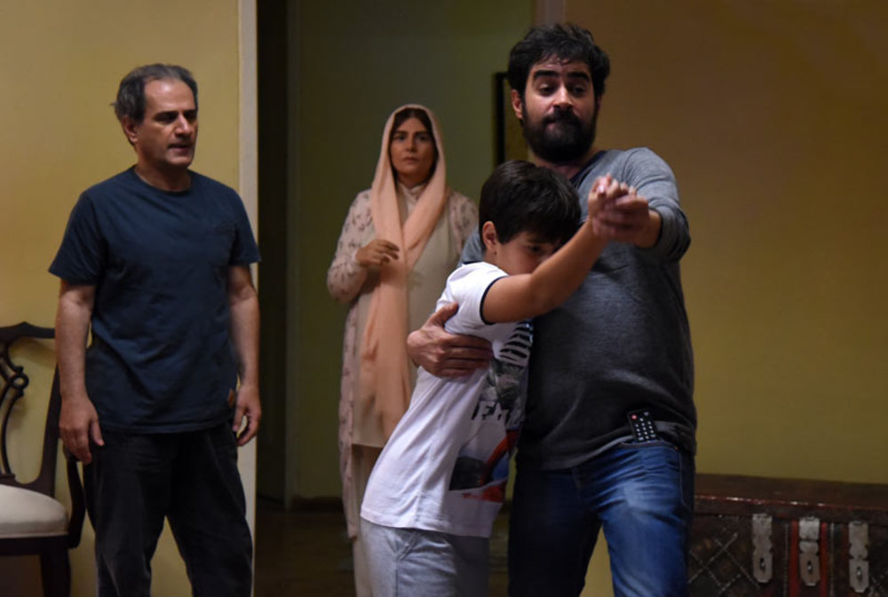 هنگامه قاضیانی و شهاب حسینی در فیلم برادرم خسرو