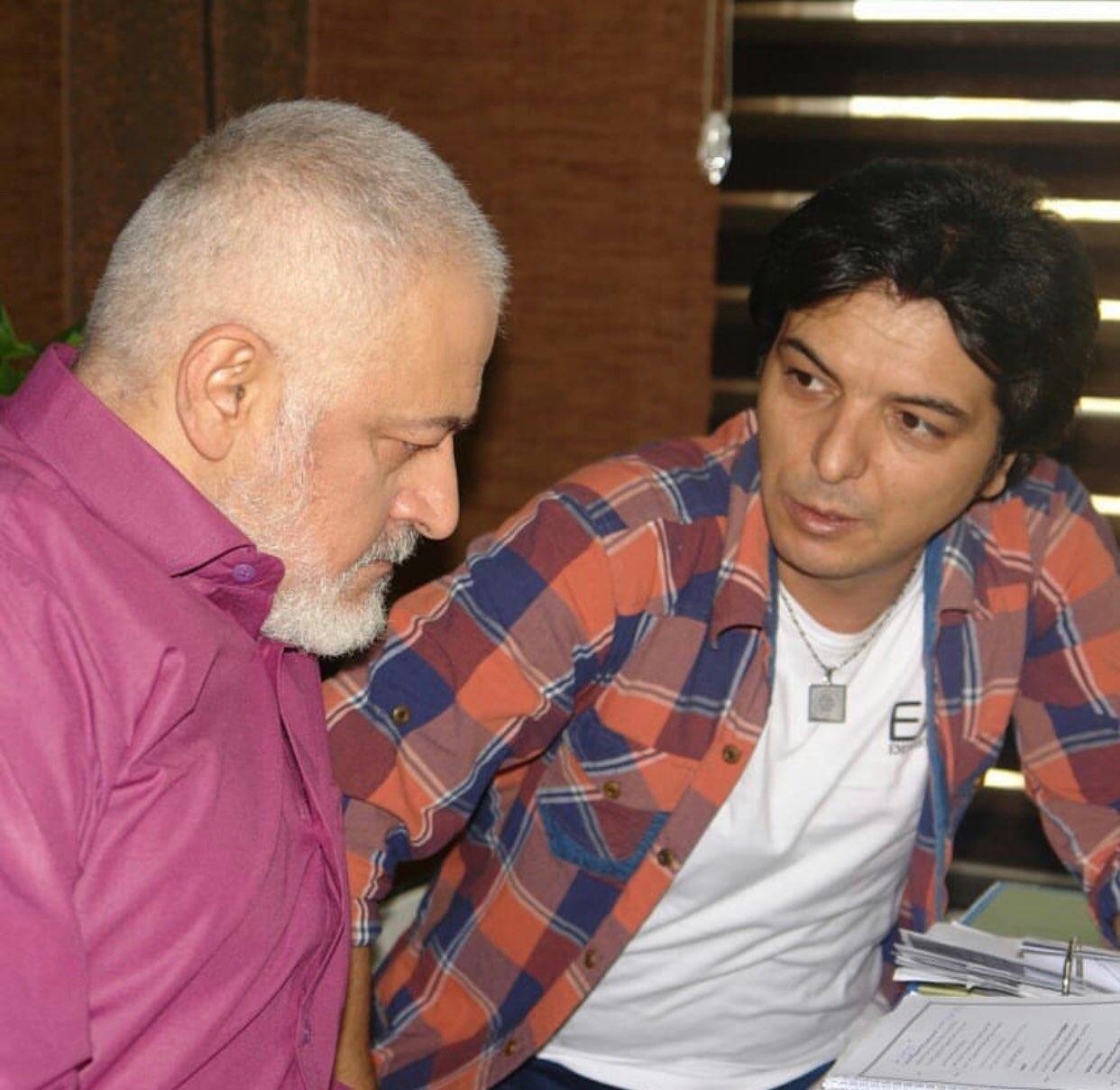 مجید مشیری در پشت صحنه سریال تلویزیونی مس به همراه عبدالرضا صادقی جهانی