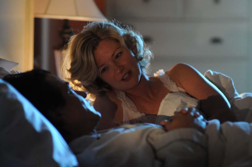Gretchen Mol در صحنه فیلم سینمایی The Memory Keeper's Daughter