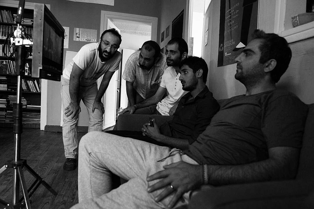 علی ملاقلیپور در پشت صحنه فیلم سینمایی ایتالیا ایتالیا به همراه کاوه صباغ زاده، حامد کمیلی و معینرضا مطلبی