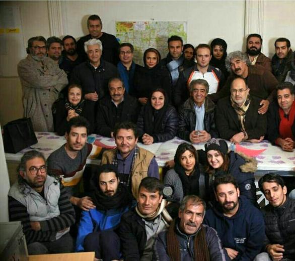 محمد نیکبین در پشت صحنه فیلم سینمایی ملی و راههای نرفتهاش به همراه تورج منصوری و افسر اسدی
