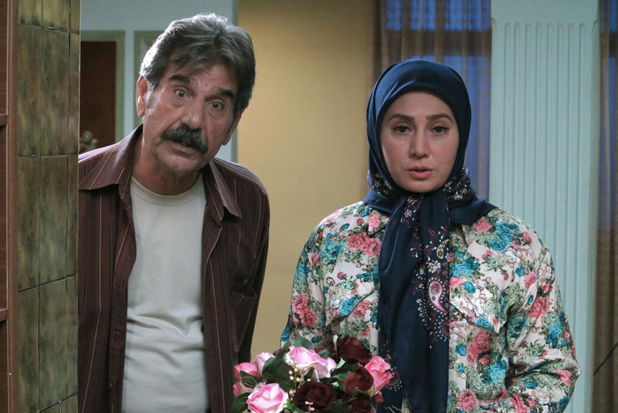 عزتالله مهرآوران در صحنه سریال تلویزیونی لیسانسهها