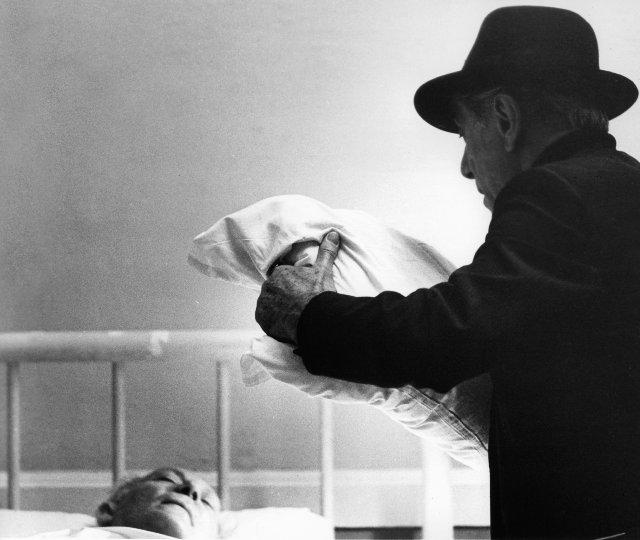 لی استراسبرگ در صحنه فیلم سینمایی پدرخوانده: قسمت دوم به همراه Amerigo Tot