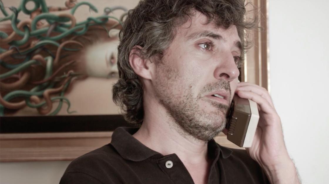 Andrés Gertrúdix در صحنه فیلم سینمایی Ayudar al ojo humano