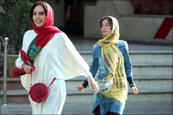 رعنا آزادیور و پردیس احمدیه در فیلم خانه دختر