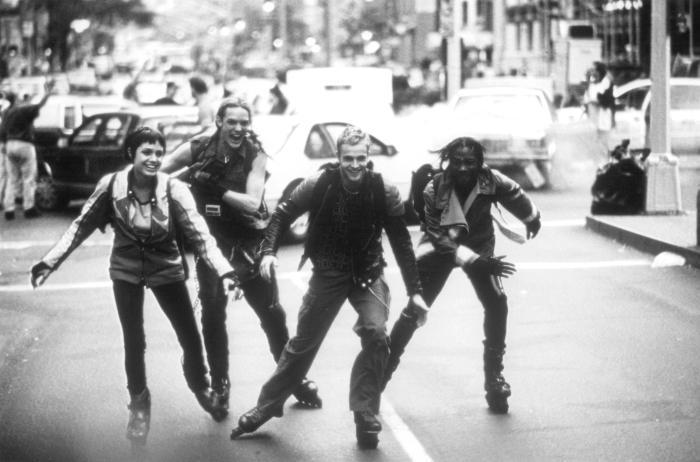 Laurence Mason در صحنه فیلم سینمایی هکرها به همراه جانی لی میلر، Matthew Lillard و آنجلینا جولی