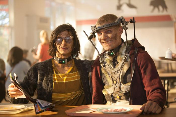 Chris Zylka در صحنه فیلم سینمایی انجمن های طبیعت به همراه Josh Fadem