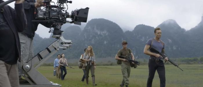 Tian Jing در صحنه فیلم سینمایی کونگ: جزیره جمجمه به همراه توماس من، بری لارسن، Corey Hawkins و تام هیدلستون