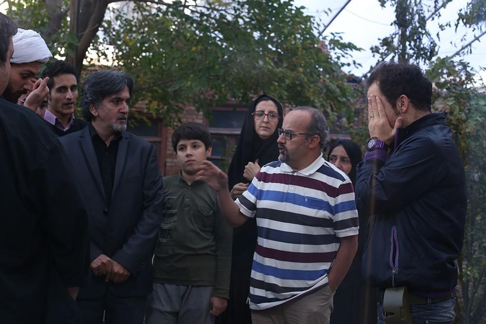 اصغر یوسفینژاد در پشت صحنه فیلم سینمایی او (خانه)