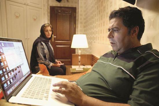 مریلا زارعی و فراد اصلانی در فیلم زیر سقف دودی