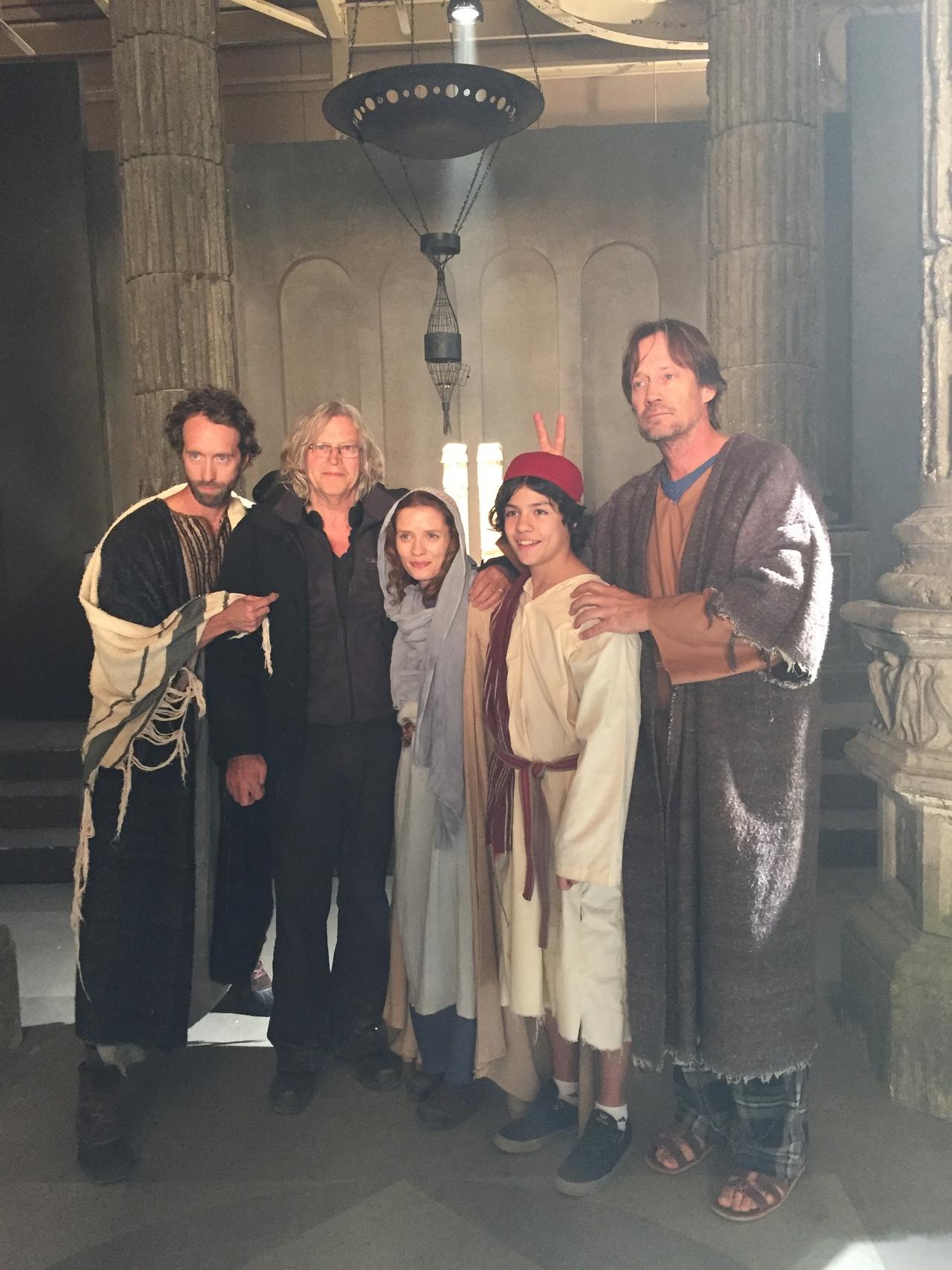 Roger Christian در صحنه فیلم سینمایی Joseph and Mary به همراه Lucius Hoyos