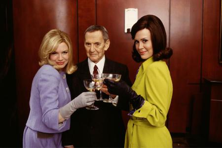 سارا پاولسون در صحنه فیلم سینمایی Down with Love به همراه رنی زِلوِگِر و Tony Randall