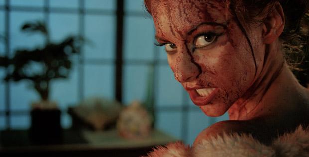Alyson Bath در صحنه فیلم سینمایی Evil Feed