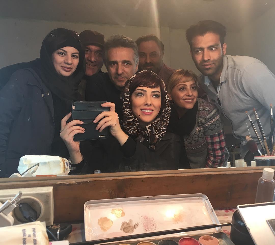 شکر خدا گودرزی در تست گريم فیلم سینمایی آزاد به قید شرط به همراه لیلا اوتادی و دیبا زاهدی