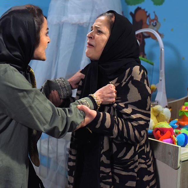 افسر اسدی و السا فیروزآذر در فیلم ملی و راههای نرفتهاش