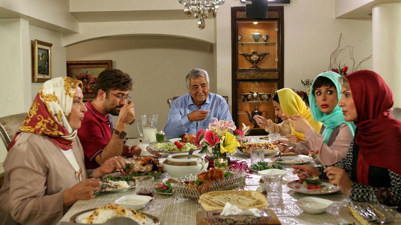نیوشا ضیغمی و مجید صالحی در فیلم سینمایی دخترعمو پسرعمو