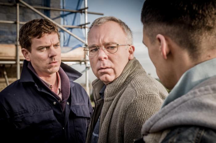Adam Long در صحنه سریال تلویزیونی وادی خوشحالی به همراه Steve Pemberton و Joe Armstrong