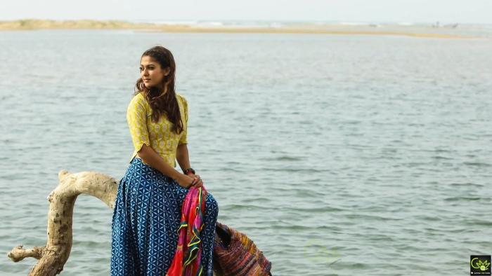 Nayanthara در صحنه فیلم سینمایی Naanum Rowdydhaan