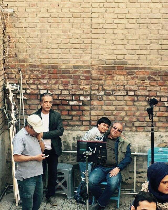 محمد افسری در پشت صحنه سریال تلویزیونی پریا به همراه حسین سهیلیزاده و محمدرضا شیرخانلو