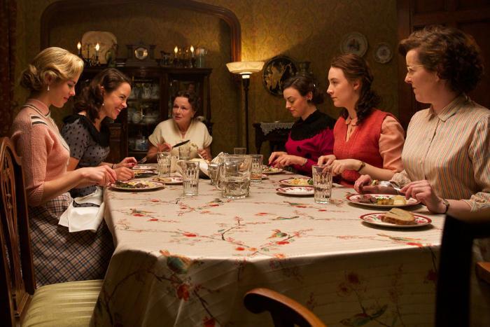 Eve Macklin در صحنه فیلم سینمایی بروکلین به همراه Nora-Jane Noone، امیلی بت ریکاردز، سیرشا رونان و Julie Walters