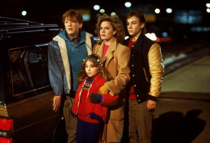 آنتونی رپ در صحنه فیلم سینمایی Adventures in Babysitting به همراه Maia Brewton، الیزابت شو و Keith Coogan