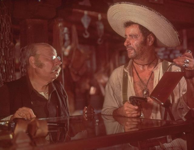 انزو پتیتو در صحنه فیلم سینمایی خوب، بد، زشت به همراه الی والاک