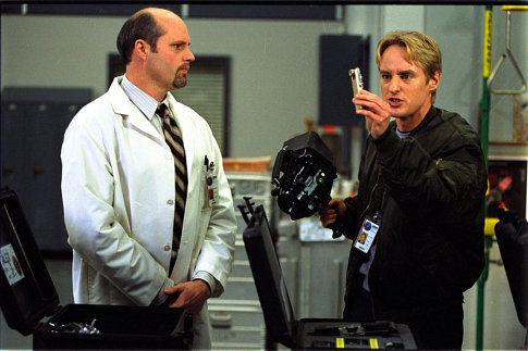 J.B. Bivens در صحنه فیلم سینمایی جاسوس به همراه Owen Wilson
