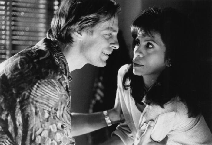 Jenny Gago در صحنه فیلم سینمایی The Tie That Binds به همراه Keith Carradine