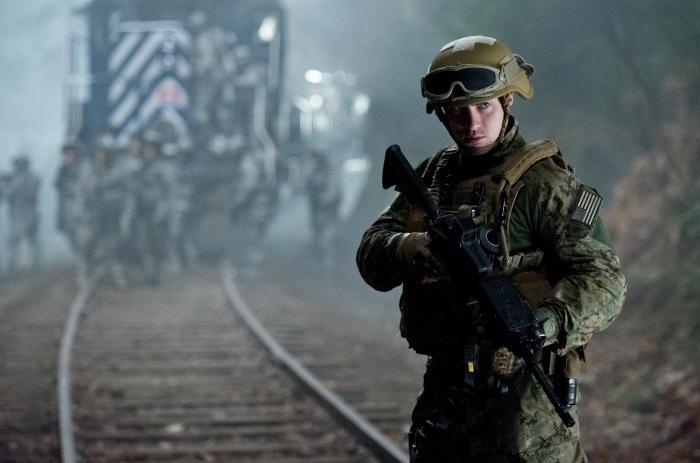آرون تیلور جانسون در صحنه فیلم سینمایی گودزیلا