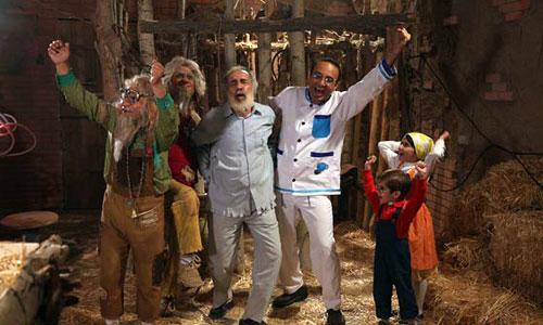 فرید قبادی در صحنه سریال تلویزیونی تعطیلات دوستداشتنی به همراه تانیا جلالیان و عرفان برزین