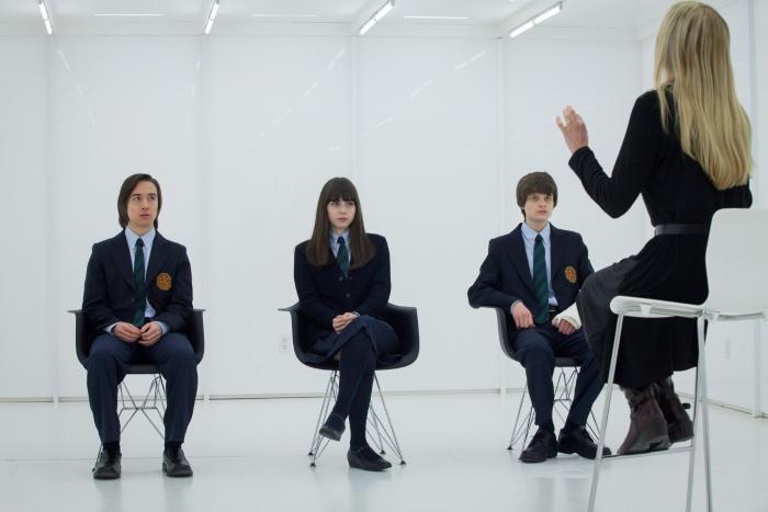 Samuel Patrick Chu در صحنه سریال تلویزیونی ویوارد پینز به همراه Sarah Desjardins و چارلی تاهان