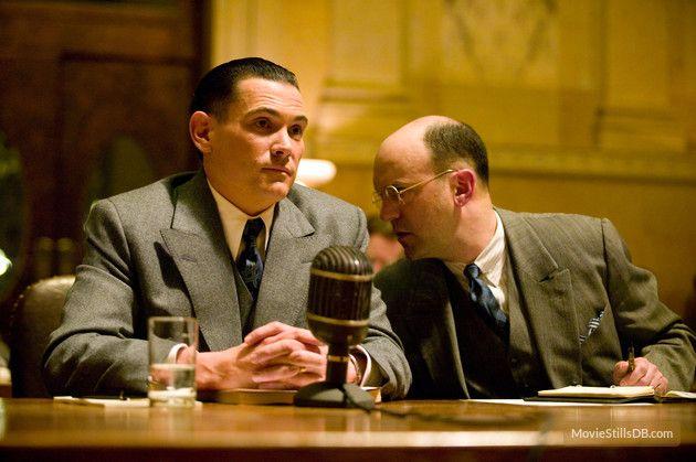 Geoffrey Cantor در صحنه فیلم سینمایی دشمنان مردم به همراه بیلی کروداپ