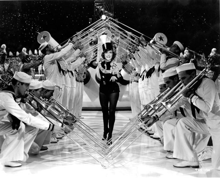 Eleanor Powell در صحنه فیلم سینمایی Born to Dance