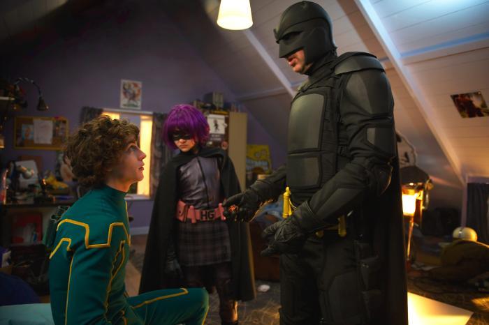 آرون تیلور جانسون در صحنه فیلم سینمایی کیک-اس به همراه نیکلاس کیج و کلویی گریس مورتز