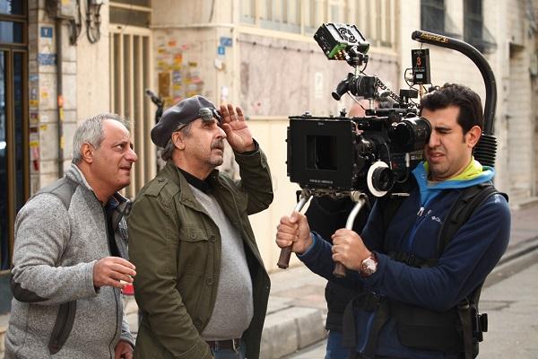 حسن کریمی در پشت صحنه فیلم سینمایی پشت دیوار سکوت