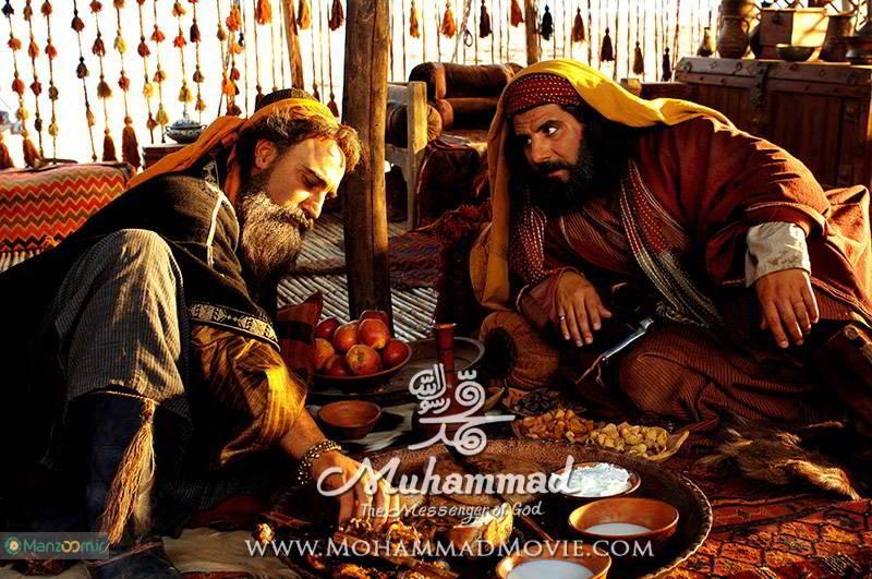 محمد عسگری در صحنه فیلم سینمایی محمد رسول الله به همراه محسن تنابنده