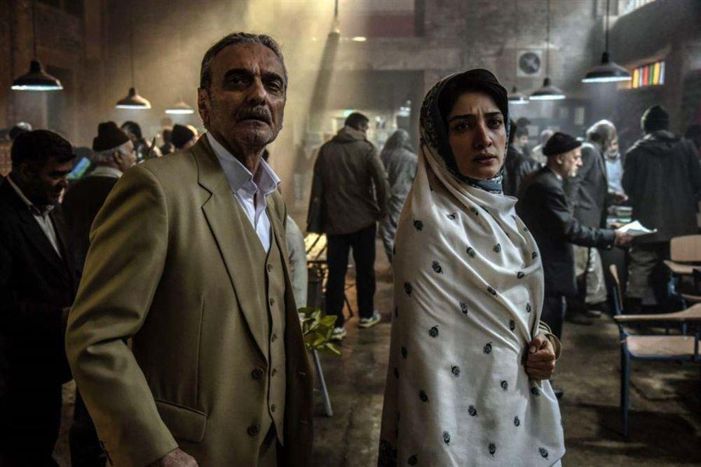 مینا ساداتی و همایون ارشادی در فیلم سینمایی سرو زیر آب