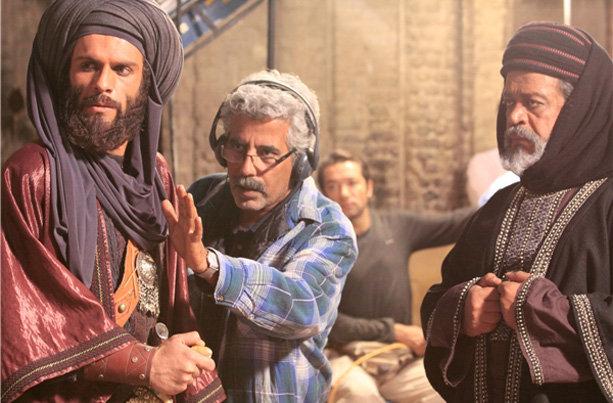 احمدرضا درویش در پشت صحنه فیلم سینمایی رستاخیز به همراه بابک حمیدیان و حسن پورشیرازی