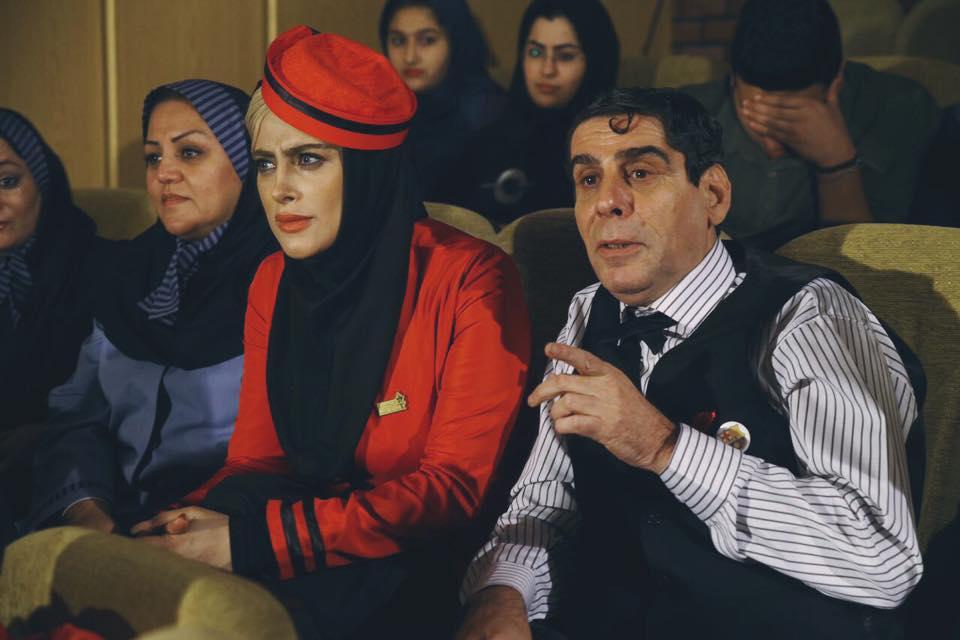 مرتضی ضرابی در صحنه فیلم سینمایی آدم باش به همراه ملیسا مهربان