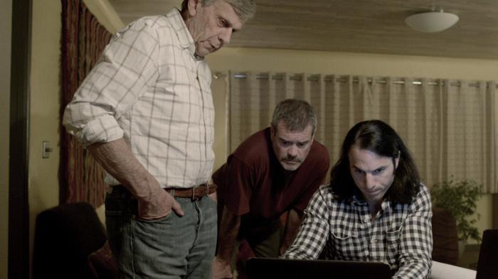 Mark Arnold در صحنه فیلم سینمایی Abduct به همراه William B. Davis و Andrei Claude