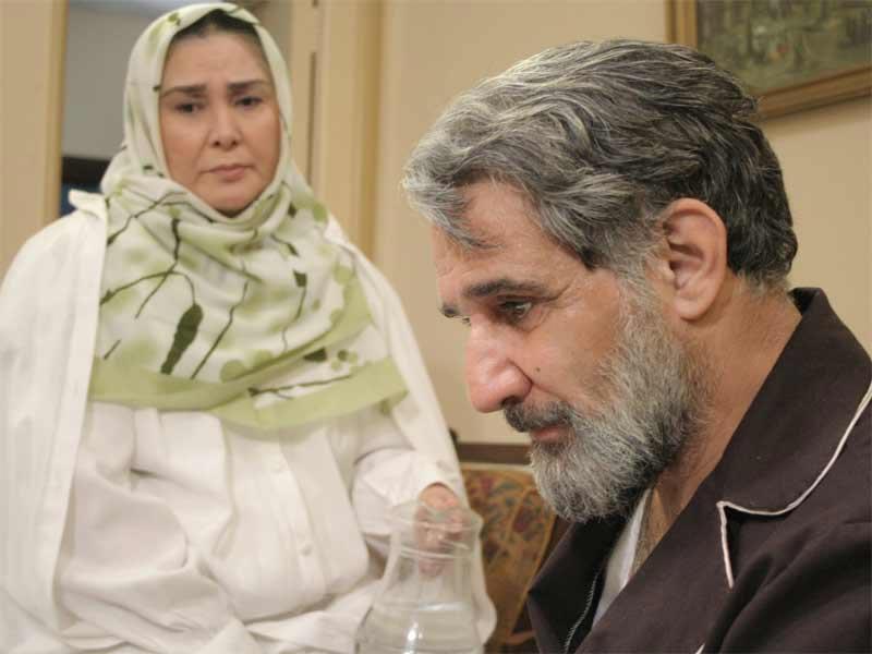 آفرین عبیسی در صحنه سریال تلویزیونی روزگار قریب به همراه مهدی هاشمی