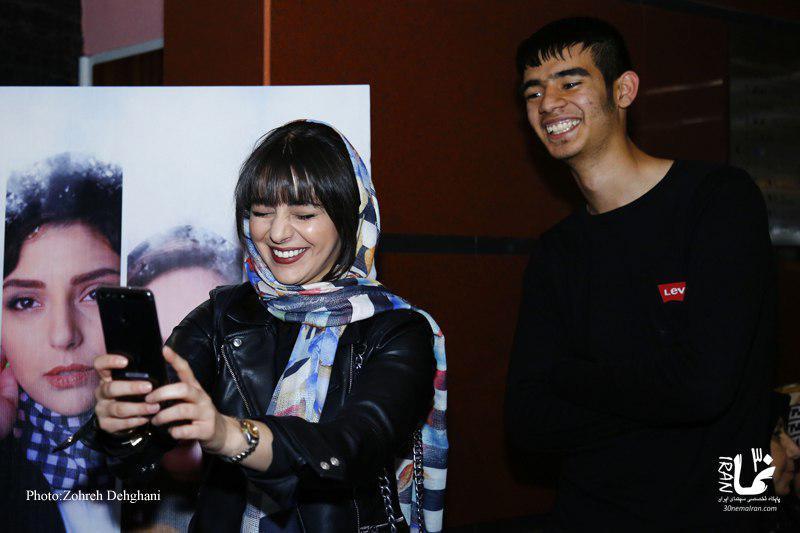 هستی مهدویفر در اکران افتتاحیه فیلم سینمایی کمدی انسانی