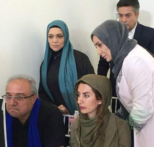 سولماز حصاری در پشت صحنه سریال تلویزیونی هست و نیست به همراه حمیدرضا پگاه، الهام پاوهنژاد و حسین سهیلیزاده